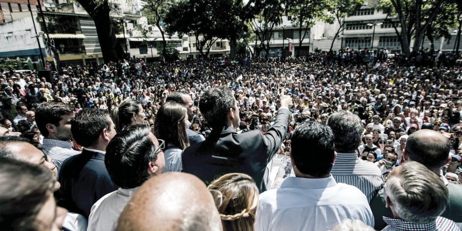 Guaidó apuesta a la calle y a desfondar apoyo militar a Maduro