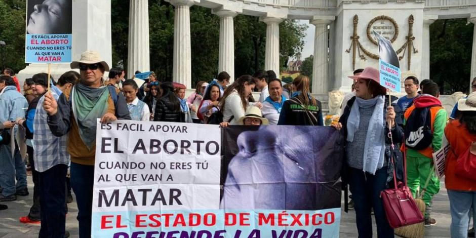 Con marcha, piden a AMLO que frene iniciativa pro aborto