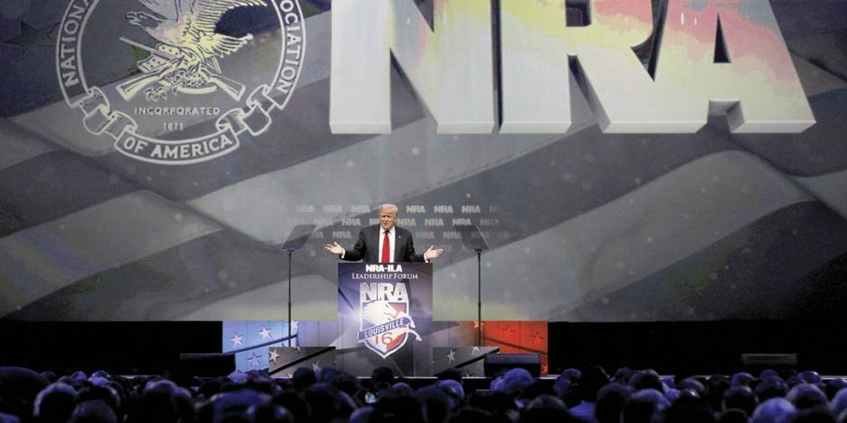 Plan Trump para regular armas se dobla ante la Asociación del Rifle