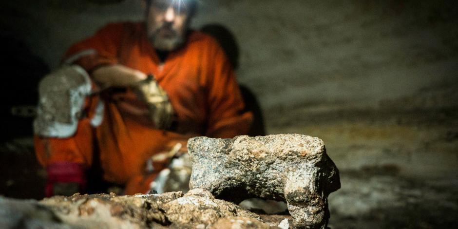 Hallan cueva con 200 recipientes de cerámica en Chichén Itzá