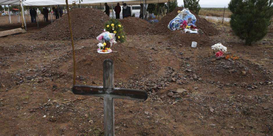 Comunidad LeBarón sepulta a Rhonita y a sus 4 hijos en Chihuahua