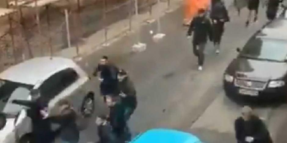 VIDEO: Ultras rumanos se enfrentan con palos y sillas