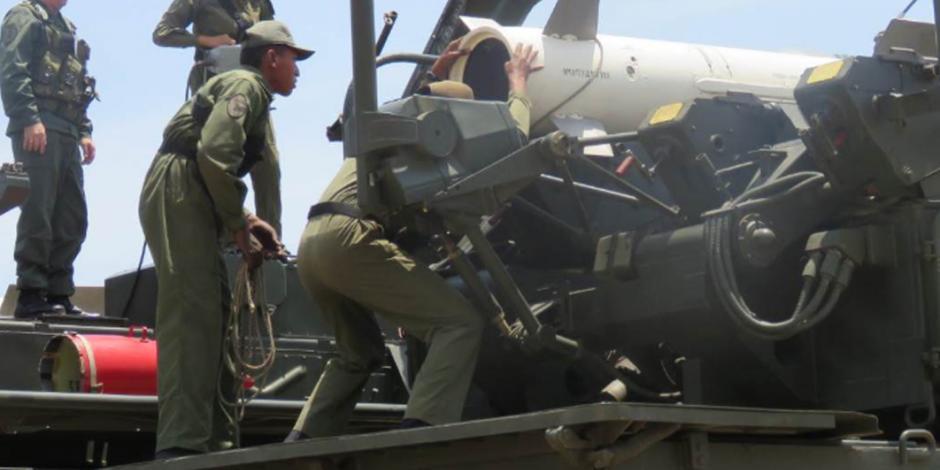 """VIDEO: Maduro insta a militares estar alertas ante """"golpe de Estado"""