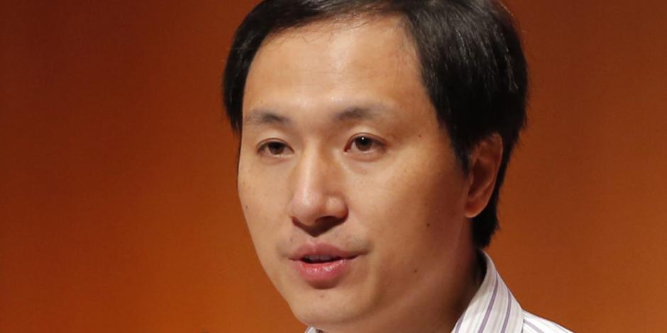Condenan a 3 años cárcel a científico chino que modificó genes en bebés