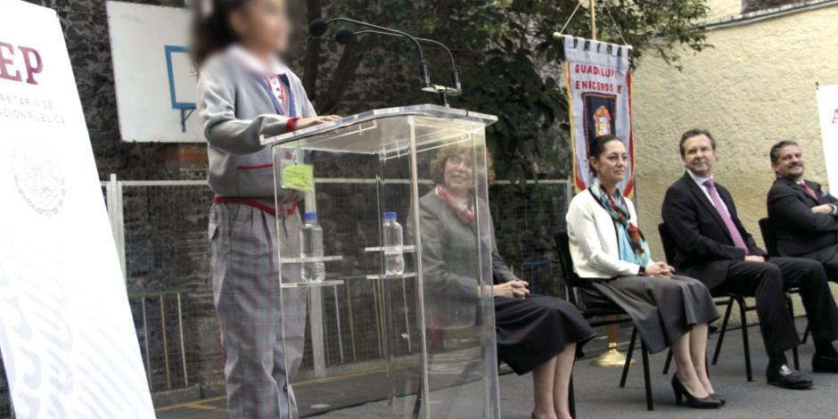 Niños eligen si su uniforme es falda o pantalón