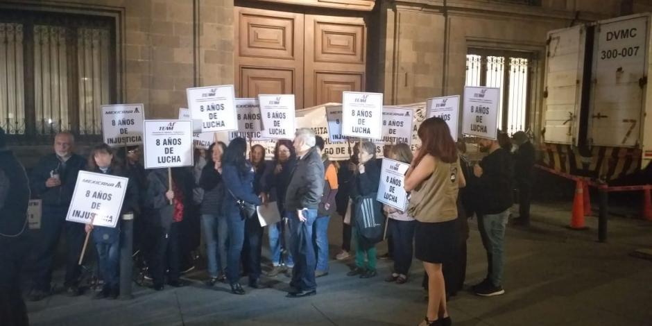 Jubilados de Mexicana de Aviación bloquean acceso a Palacio Nacional