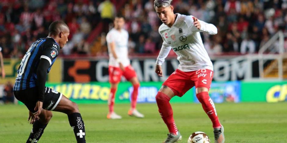 Necaxa pone un pie en semifinales tras golear 3-0 al Querétaro