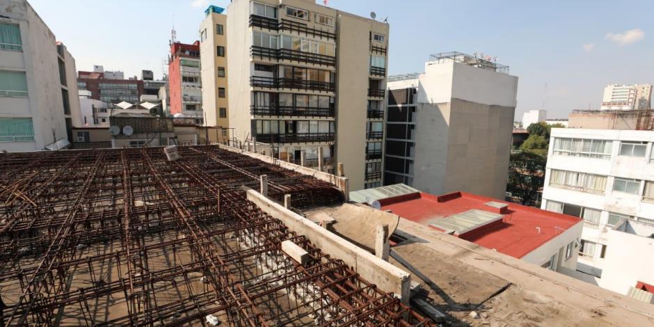 Demuelen piso construido de manera irregular en inmueble en Polanco
