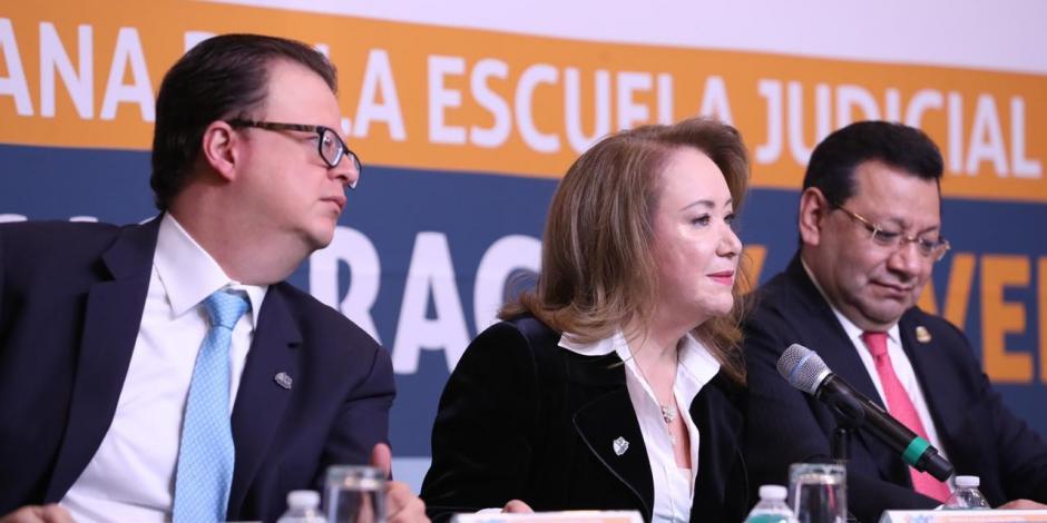 Ministra Yasmín Esquivel destaca formación de profesionales en derecho electoral