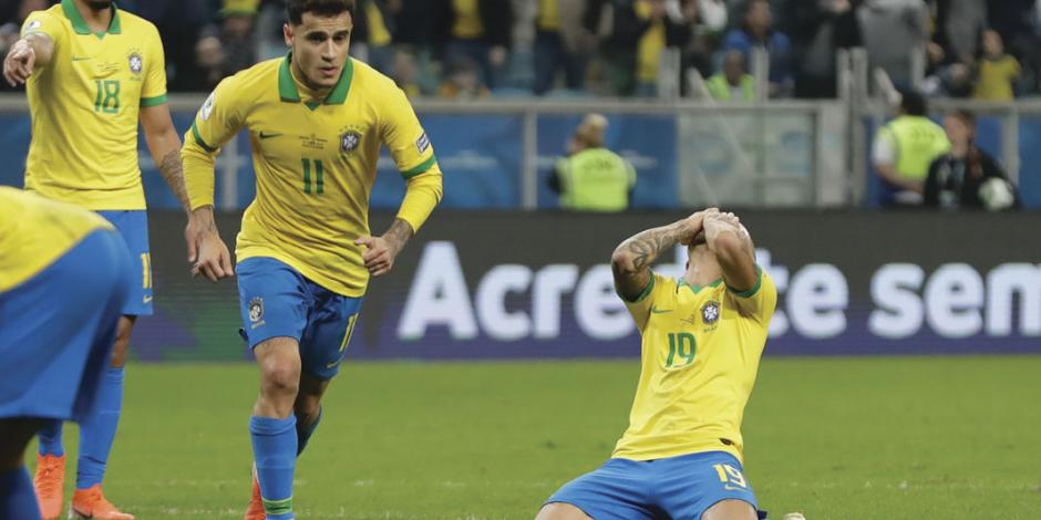 Brasil sufre y Paraguay perdona en penaltis