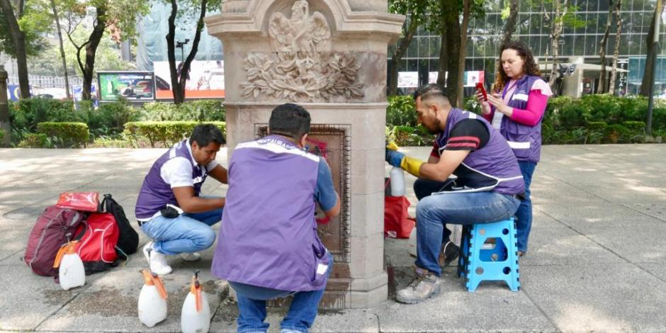 Restauran, otra vez, monumentos de Reforma vandalizados en marcha