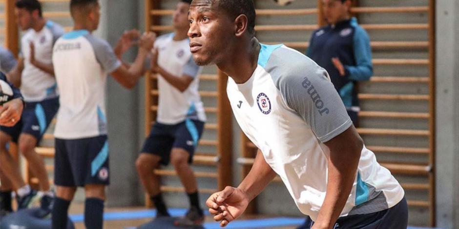 Bryan Angulo, jugador de Cruz Azul, debutaría ante Xolos