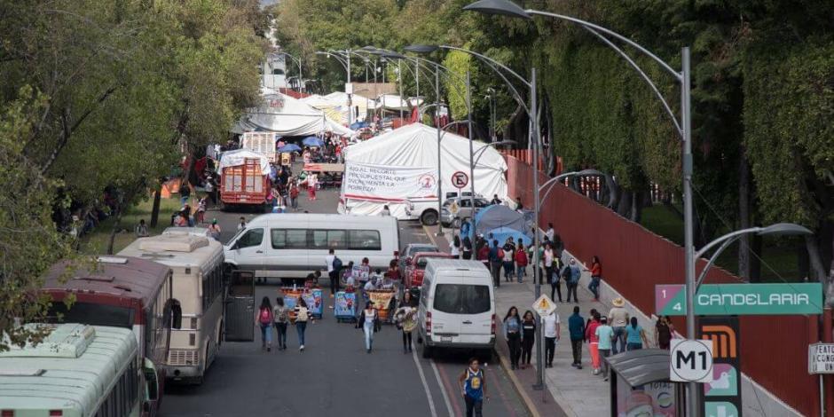 Refuerza Antorcha Campesina bloqueos afuera de San Lázaro