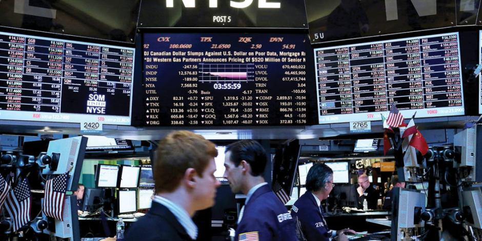Wall Street se desploma; especialistas ven signos de recesión en EU