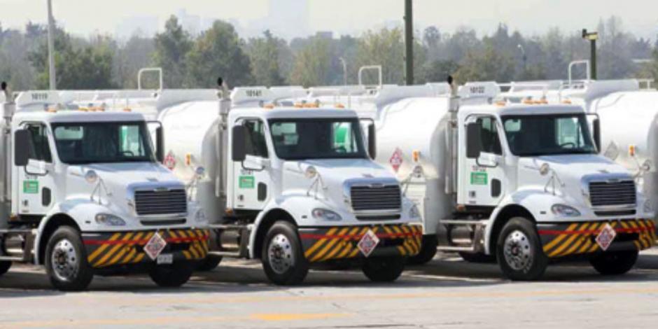Con 428 pipas se traslada combustible: Pemex; prevé que a fines de abril sean 612