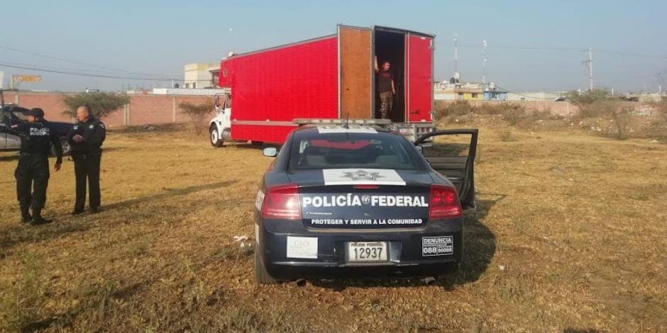 Recuperan camión robado a Café Tacvba, sin instrumentos y con 2 personas dentro