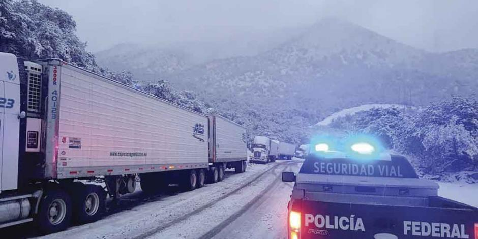 Nieve ocasiona cierres carreteros en Sonora