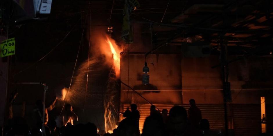 Velan a víctimas que dejó el incendio en la Merced