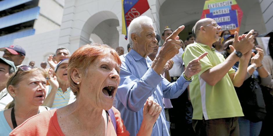 Una oposición dividida acusa boicot de Maduro... y Guaidó