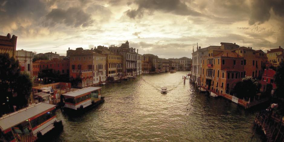 Muestra recorrido fotográfico por lugares icónicos de Italia