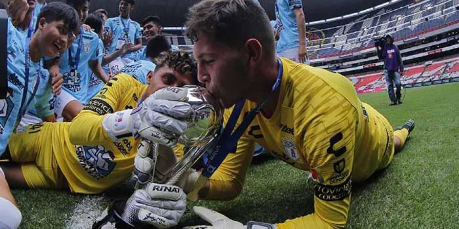Portero del Pachuca anota gol de último minuto; el suplente detiene penalti