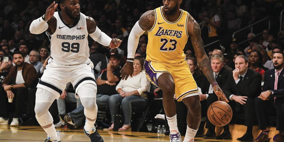 James regresa a Lakers a la cima, luego de 10 años