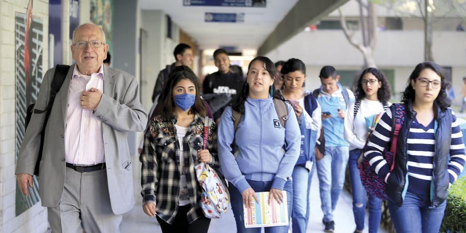 Beca a universitarios de escasos recursos será ley: López Obrador