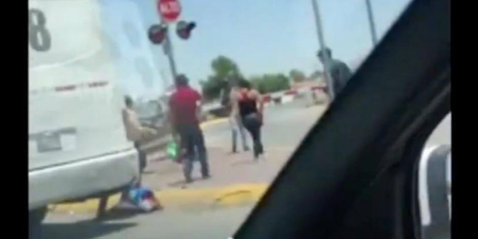 VIDEO: Pasajeros huyen de camión ante inminente choque de tren
