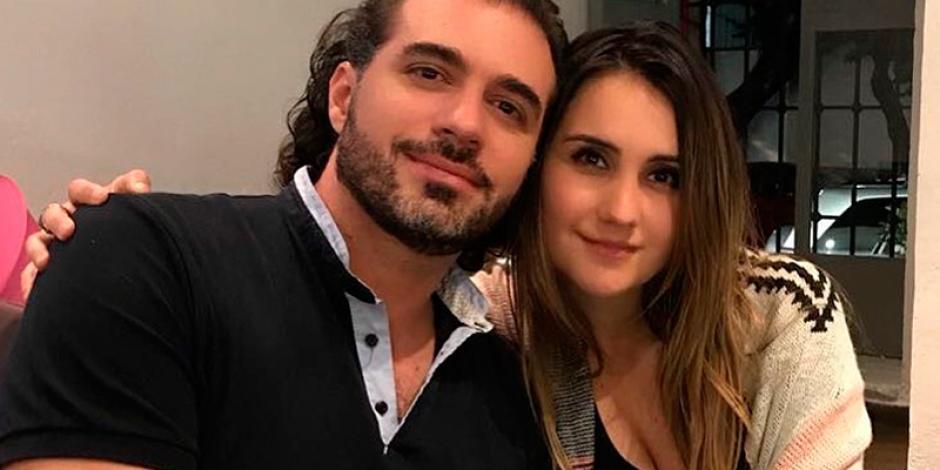 Dulce María anuncia boda con el productor Paco Álvarez