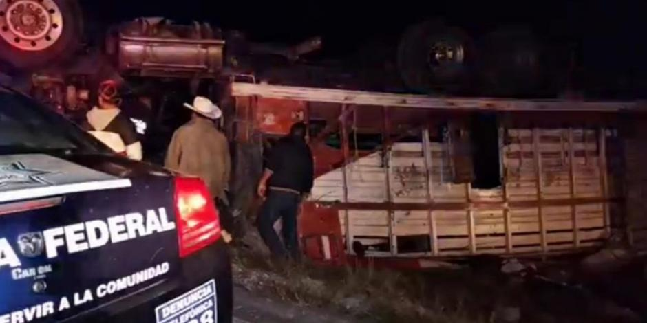 Volcadura de camión en Oaxaca deja 20 peregrinos heridos