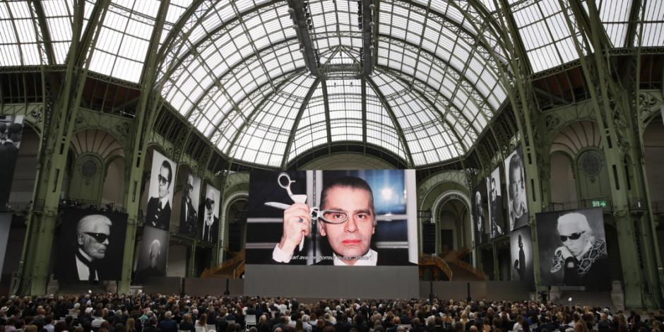 Celebridades rinden homenaje a Karl Lagerfeld en París
