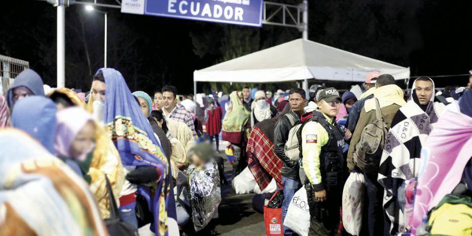 """Caos en Ecuador por diáspora venezolana; """"¡déjenos entrar!"""": migrantes"""