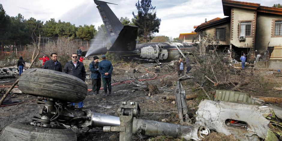 FOTOS: Cae avión militar iraní; hay 15 muertos