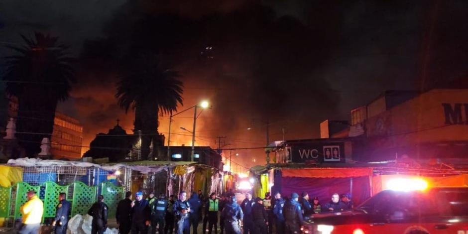 URGENTE-Se-incendia-la-nave-mayor-del-mercado-de-La-Merced.-Bomberos-de-CDMX-ya-at