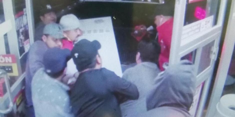 Ladrones arrancan y se llevan cajero de un Oxxo en Cancún