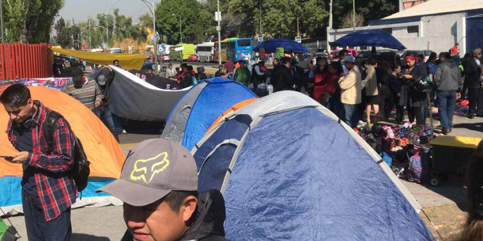 Maestros de la CNTE bloquean circulación en Congreso de la Unión