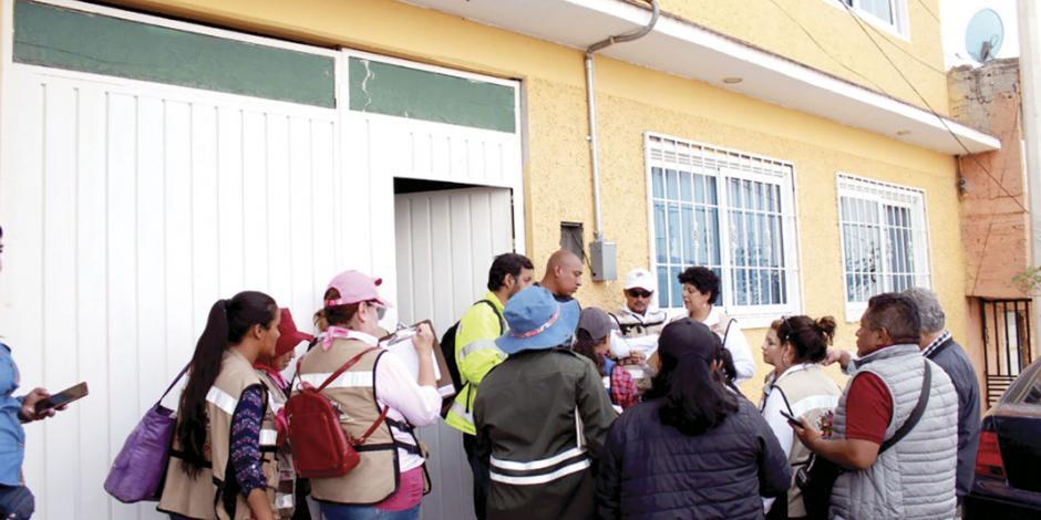 Apoyan a evacuados por deslaves