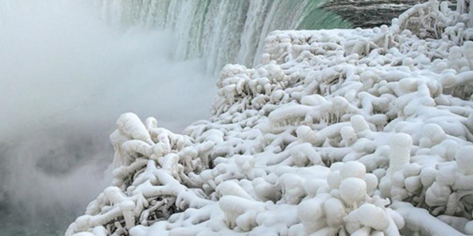 FOTOS: Se congelan las cataratas del Niágara