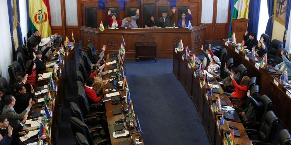 Congreso aprueba nuevas elecciones en Bolivia, sin Morales