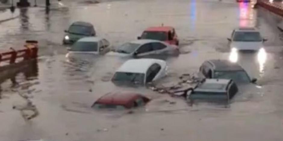 Monterrey inundado: lluvias dejan dos muertos y autos bajo el agua