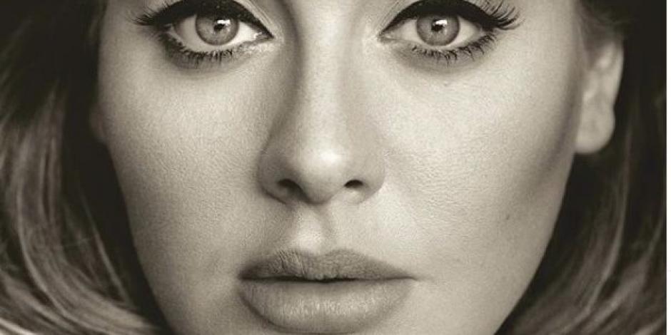 Adele sorprende con su figura y se retrata con Santa y el Grinch (FOTOS)