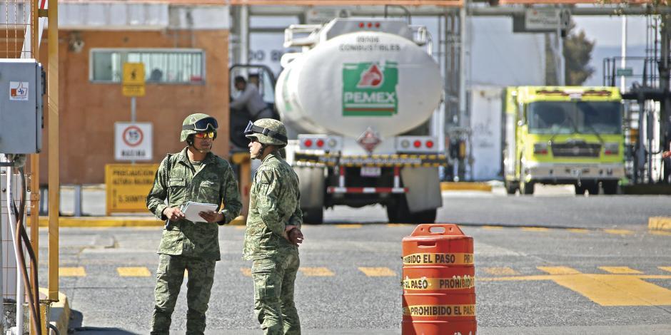 Investigan a militar responsable de vigilar los ductos de Pemex