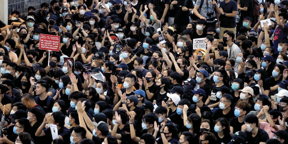 Posible intervención china enciende a hongkoneses