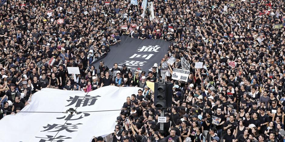 Millones exigen salida de jefa de Gobierno de Hong Kong por ley que acerca a la excolonia británica más a China