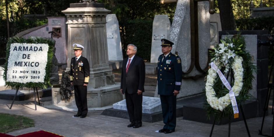 López Obrador reconoce lealtad de marinos y soldados