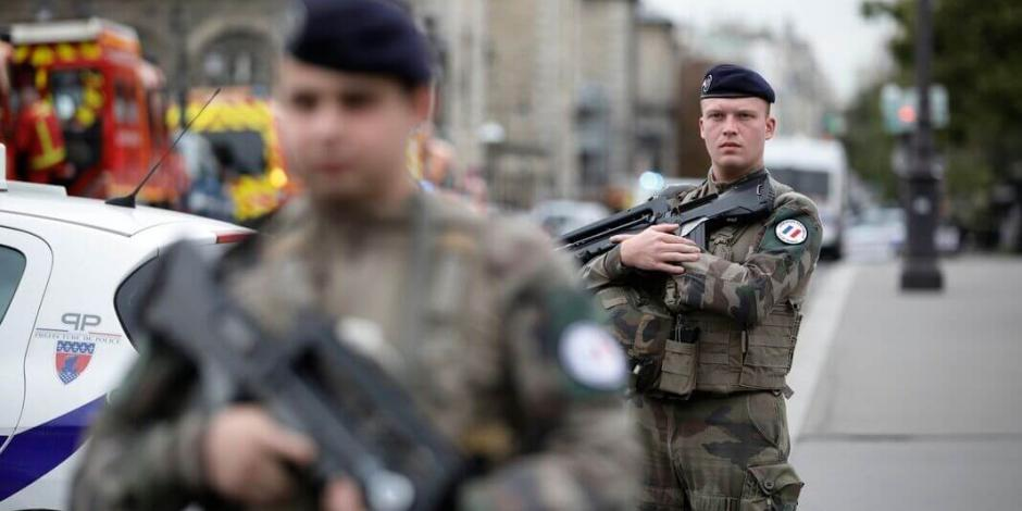Mata a 4 agentes a puñaladas en París y lo abaten a balazos