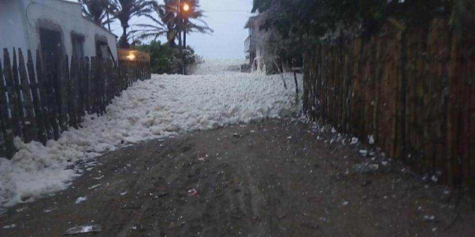 Aparece espuma marina en Tabasco por frente frío (VIDEOS)