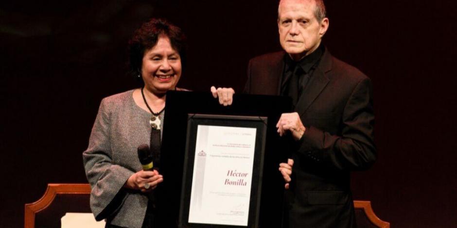 Héctor Bonilla recibe reconocimiento del INBAL por su trayectoria