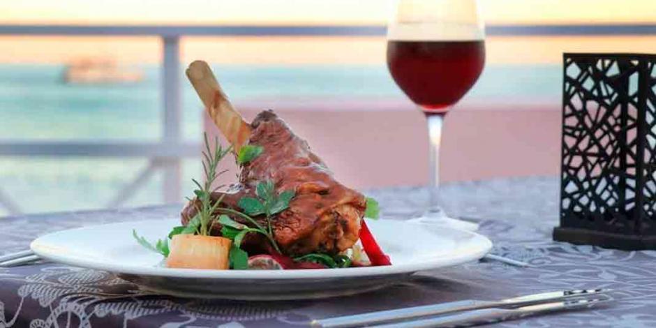 Celebra con vino, chocolate y frutos rojos, una muestra de amor