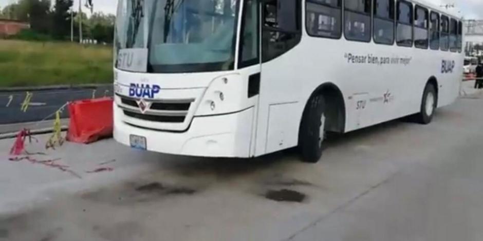 Se accidentan estudiantes de la BUAP en autopista
